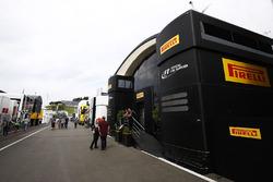 Il motorhome Pirelli nel Paddock