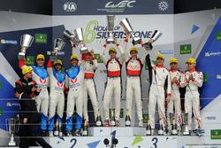 Podio LMP2: i vincitori della gara #38 DC Racing Oreca 07 Gibson: Ho-Pin Tung, Oliver Jarvis, Thomas
