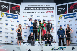 Podio: ganador de la carrera Pietro Fittipaldi, Lotus, segundo lugar tercer lugar Egor Orudzhev, AVF