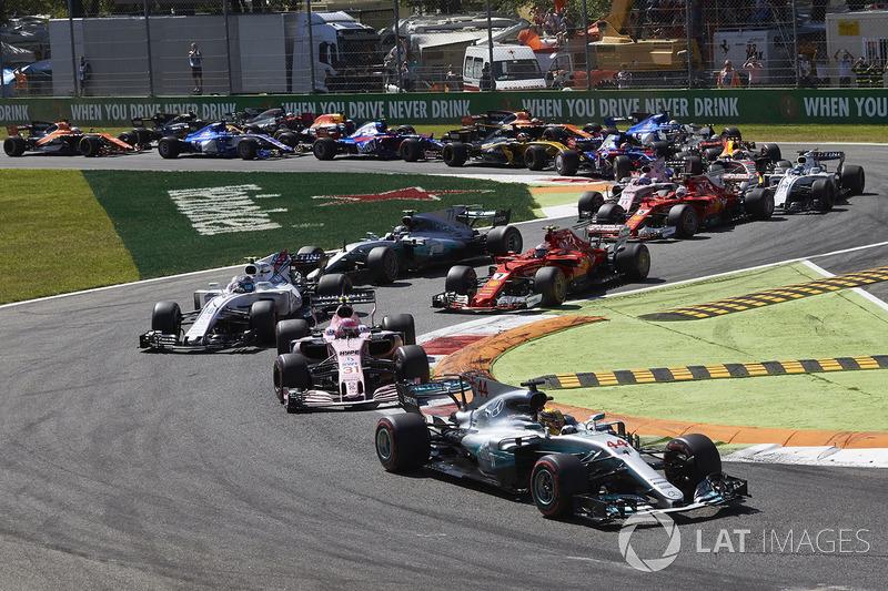 Na largada, Stroll não conseguiu manter a posição e caiu para terceiro, atrás de Esteban Ocon. Poucas voltas depois, ele também foi superado por Valtteri Bottas e Sebastian Vettel.