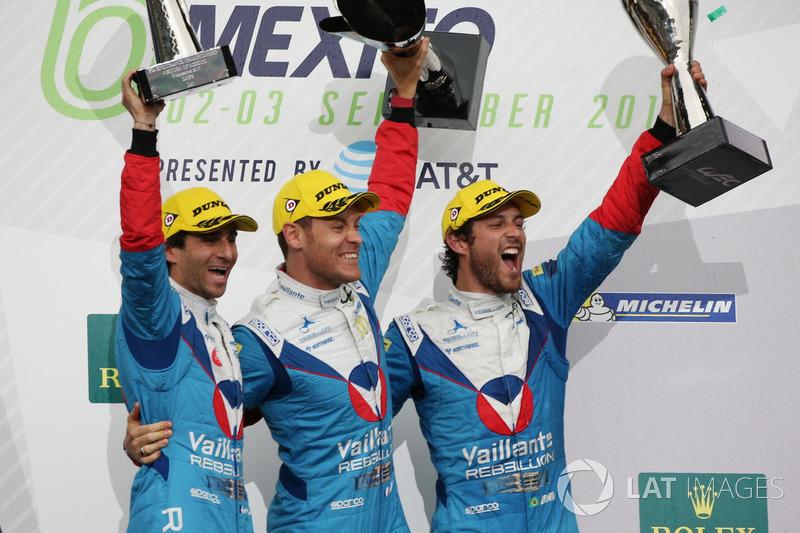Подиум в LMP2: Жюльен Каналь, Бруно Сенна и Николя Прост, Vaillante Rebellion Racing
