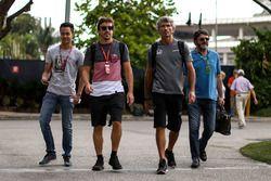 Fernando Alonso, McLaren, en zijn manager Luis Garcia Abad