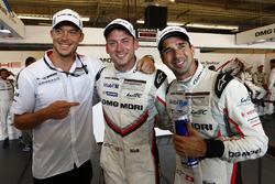 Обладатели поула Нил Джани, Андре Лоттерер и Ник Тенди, Porsche Team
