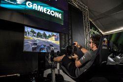Fernando Alonso, McLaren en un simulador