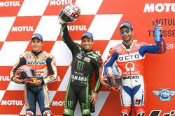 Tres primeros: Marc Márquez, Repsol Honda Team, ganador de la pole Johann Zarco, Monster Yamaha Tech 3, y Danilo Petrucci, Pramac Racing