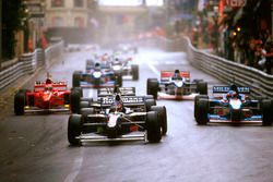 Jacques Villeneuve, Williams FW19 Renault, followed by Jean Alesi, Benetton and Mika Hakkinen, McLar