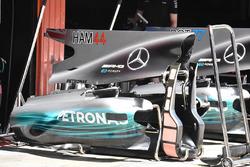Lewis Hamilton, Mercedes AMG F1, la nuova pinna, le pance della monoposto e la sezione removibile dell'abitacolo