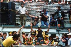 1. John Winter, Paolo Barilla, Klaus Ludwig, Joest Racing, mit Reinhold Joest