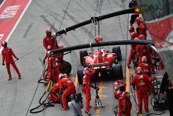 Sebastian Vettel, Ferrari SF70H au stand
