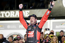 Race winner Kurt Busch, Stewart-Haas Racing Ford