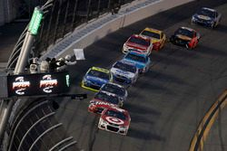 Kyle Larson, Chip Ganassi Racing Chevrolet, leads the pack
