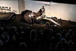 Sergio Perez und Esteban Ocon enthüllen den Force India VJM10