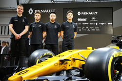 (L naar R): Jarno Opmeer, Renault Sport Academy Driver; Max Fewtrell, Renault Sport Academy Driver;