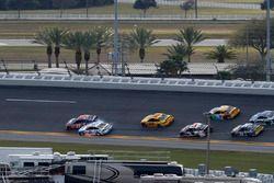 Denny Hamlin, Joe Gibbs Racing Toyota, Brad Keselowski, Team Penske Ford conttto
