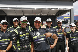 Polesitter Charlie Kimball, Chip Ganassi Racing Honda places the P1 sticker on crew chief Ricky Davi