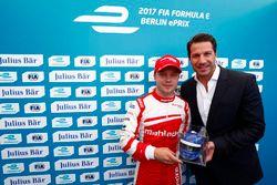 Felix Rosenqvist, Mahindra Racing, celebrates with the Julius Bar Pole Position award