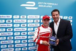 Felix Rosenqvist, Mahindra Racing, celebrates with the Julius Bar Pole Position award
