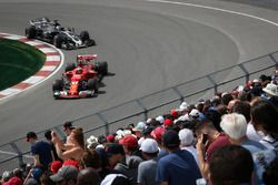 Kimi Raikkonen, Ferrari SF70H; Romain Grosjean, Haas F1 Team VF-17