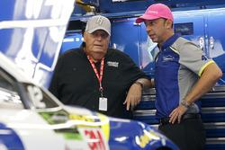 Rick Hendrick, Chad Knaus, Jimmie Johnson, Hendrick Motorsports Chevrolet'nin ekip şefi