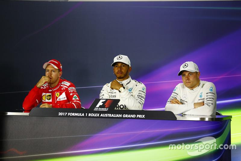Sebastian Vettel, Ferrari, Lewis Hamilton, Mercedes AMG, y Valtteri Bottas, Mercedes AMG