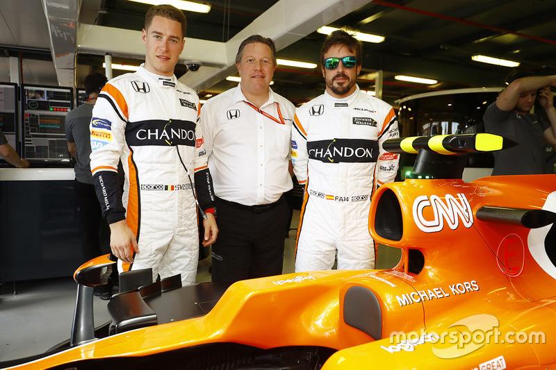 Stoffel Vandoorne, McLaren; Fernando Alonso, McLaren; Zak Brown, McLaren