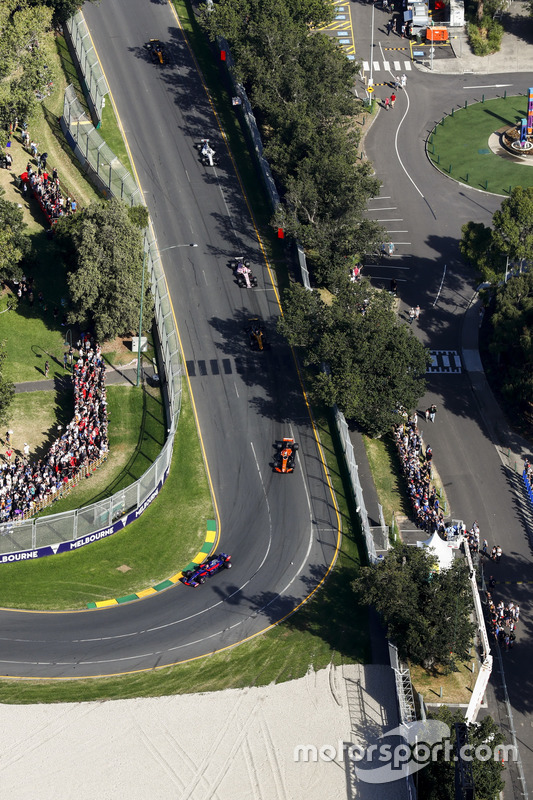 Carlos Sainz Jr., Scuderia Toro Rosso STR12, leads Fernando Alonso, McLaren MCL32, and Nico Hulkenberg, Renault Sport F1 Team RS17