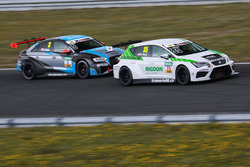 Rudolf Rhyn, TOPCAR Sport, Seat Leon TCR; Gosia Rdest, Target Competition, Audi RS3 LMS