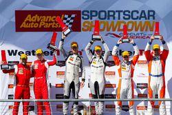 GTD podium: winnaars Jeroen Bleekemolen, Ben Keating, Riley Motorsports, tweede plaats Christina Nie