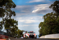 №23 Nissan Motorsport Nissan GT-R Nismo GT3: Кацумаса Чийо, Алекс Банкомб, Майкл Карузо