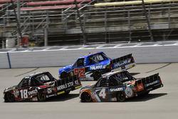Noah Gragson, Kyle Busch Motorsports Toyota, Stewart Friesen, Elaine Larsen Motorsports Chevrolet, C