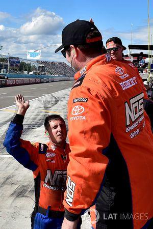 Siegerjubel bei der Crew von Kyle Busch, Joe Gibbs Racing
