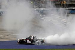 Race winner Darrell Wallace Jr., MDM Motorsports Chevrolet