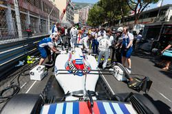 The Williams team prepare the car of Felipe Massa, Williams FW40