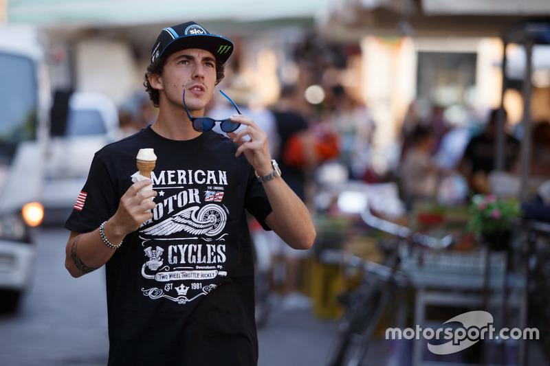 Moto2-Pilot Francesco Bagnaia mit T-Shirt