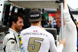 James Hinchcliffe, Schmidt Peterson Motorsports Honda chats with Bruno Junqueira