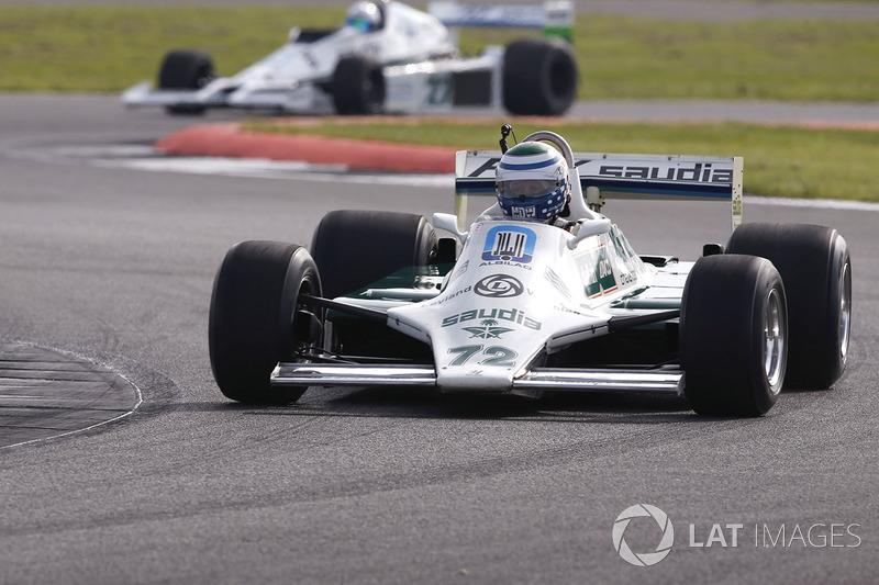 Williams FW07 vor einem FW06