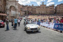 Il passaggio della Mille Miglia a Siena