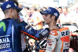 Le vainqueur Maverick Viñales, Yamaha Factory Racing, troisième place Dani Pedrosa, Repsol Honda Team