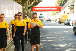 Jolyon Palmer, Renault Sport F1 Team, walks the track
