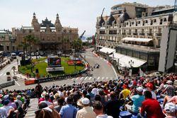 Fans and Felipe Massa, Williams FW40