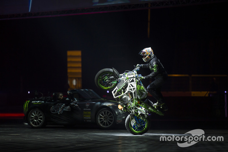 Terry Grant stunt action in the Live Arena