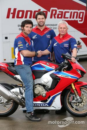 Guy Martin, Honda Racing ve Neil Tuxworth, Takım Menajeri