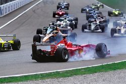 Start action, Crash of Michael Schumacher, Ferrari F1 2000 and Giancarlo Fisichella, Benetton Playlife B200