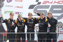 Podio Pro-Am: vincitori della gara #16 Black Falcon Mercedes-AMG GT3: Oliver Morley, Miguel Toril, M