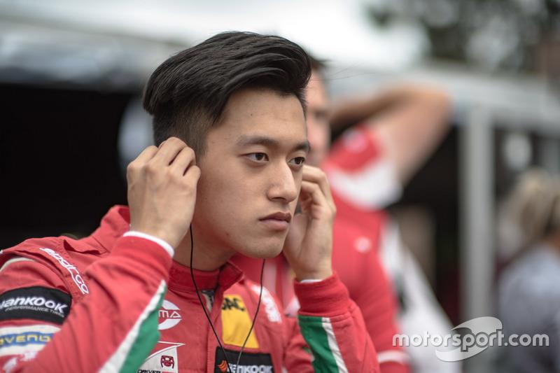 Гуанью Чжоу (18 лет)