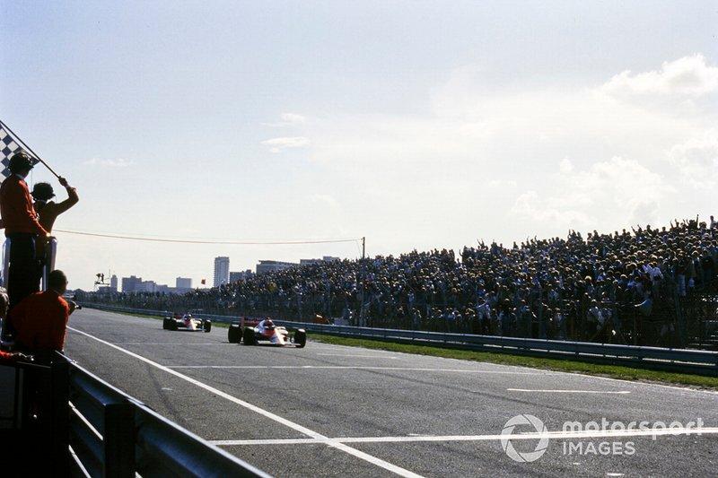 Niki Lauda, McLaren MP4-2B TAG, Alain Prost, McLaren MP4-2B TAG