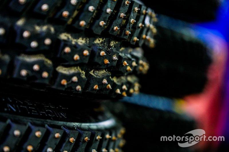Michelin-Reifen mit Spikes