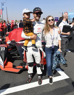 Lucas Di Grassi, Audi Sport ABT Schaeffler on the gris with his son leonardo, his wife Bianca Diniz Caloi