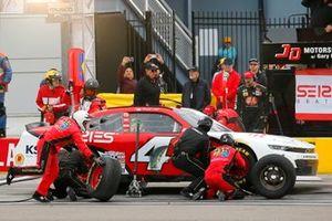 #4: Jesse Little, JD Motorsports, Chevrolet Camaro Series Seating pit stop