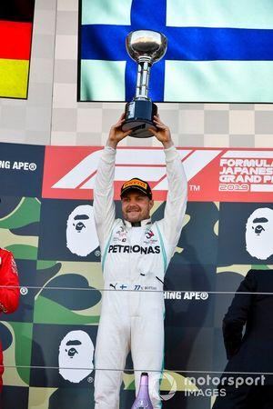 Valtteri Bottas, Mercedes AMG F1, 1st position, lifts his trophy